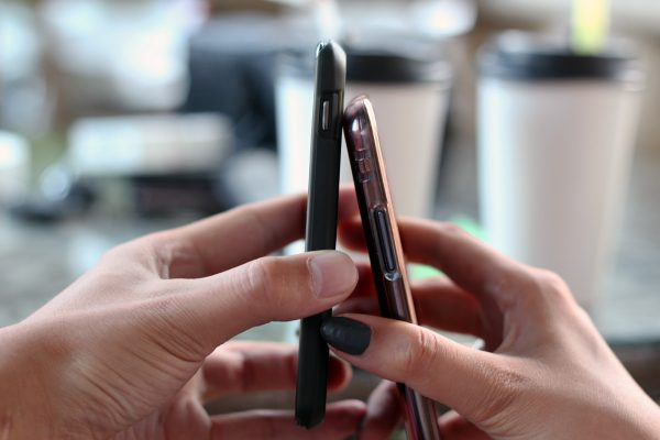 smartphone-570513_1920-e1609245464855.jpg