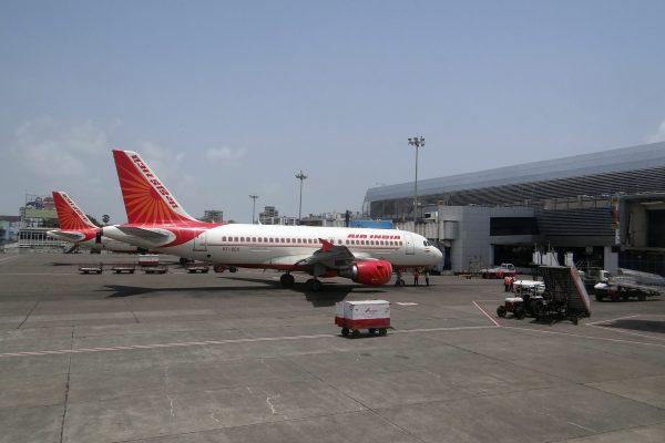 airport-385293_1920-e1610105342589.jpg